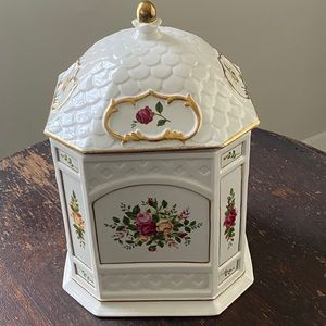 Old Country Roses Gazebo Cookie Jar Sgn'd & Nmbr'd